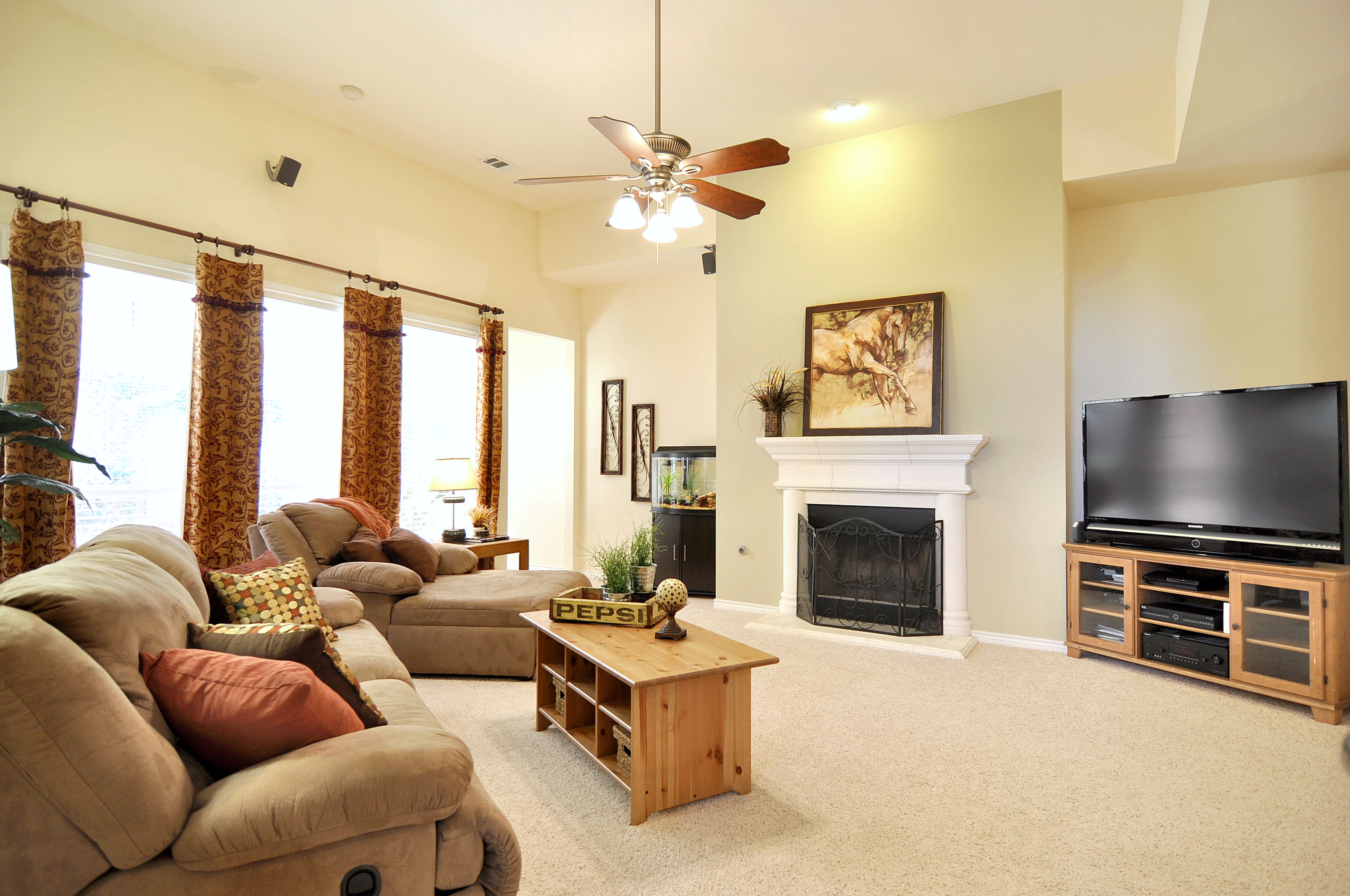 staged living rooms home staging great crates home staging 10585